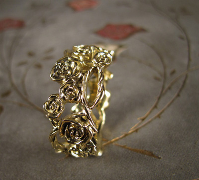 Rose Bramble Ring; 18K gold