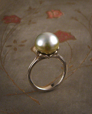 Tahitian pearl ring; 18K white gold