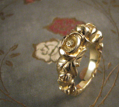 Pond lily ring; 18K gold